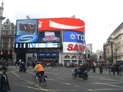 Shoppen in London, Einkaufen am Picadilly Circus